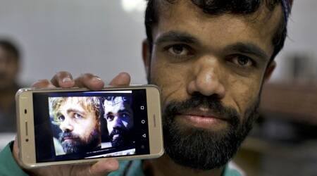 pakistani waiter, rozi khan, peter dinklage lookalike, game of thrones, tyrion lannister, peter dinklage doppelganger photos, pakistan news, indian express