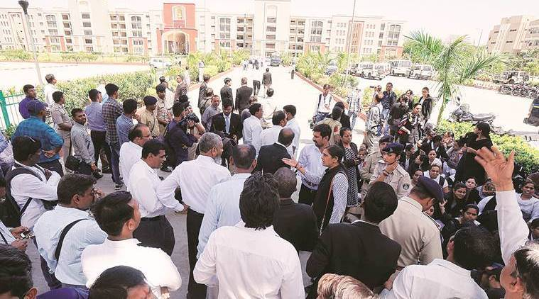 gujarat lawyers protest, gujarat lawywers, gujarat, district court complex, vadodara court complex, lawyers detained, stone pelting, indian express