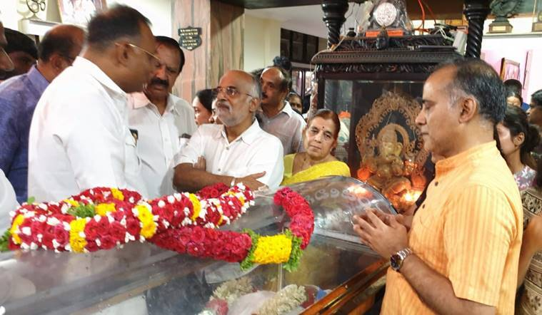 Hirannaiah-veteran-actor-Congress-Dinesh-Gundu-Rao-last-respects