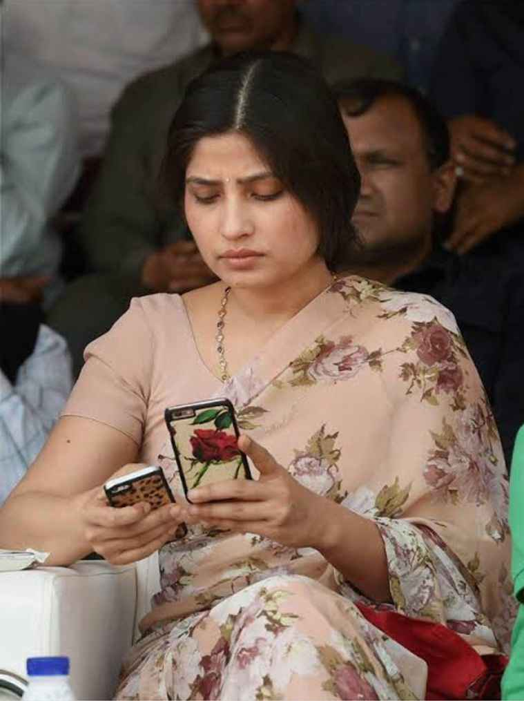 Dimple Yadav, lifestyle, politician, indianexpress.com, poll fashion