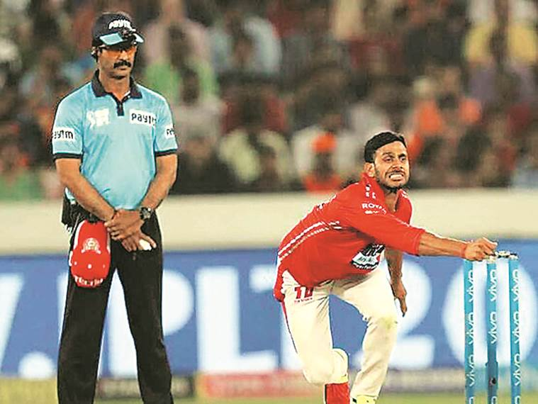 Manoj Tiwary , Manoj Tiwary on world cup, Manoj Tiwary bowling, Kedar Jadhav,Kedar Jadhav bowling,Kedar Jadhav bowling action, cricket news, indian express