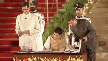 Piyush Goyal takes charge as Commerce Minister, says will study 'all issues'