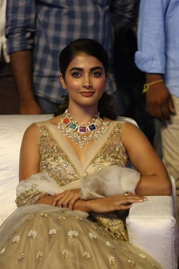 pooja hegde at Maharshi trailer and music launch
