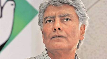 Jalandhar: Sunil Jakhar meets Congress workers, listens to their grievances against party