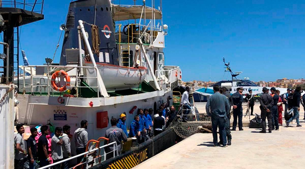 migrants drow, libyan coast, boat capsized off libyan coast, Mediterranean, rescue boat, migrants dead, migrants rescued, world news, indian express