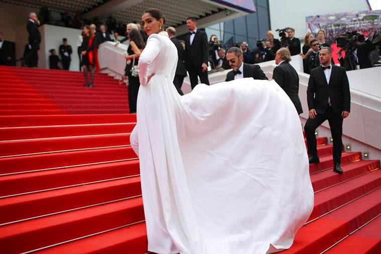 sonam kapoor cannes red carpet