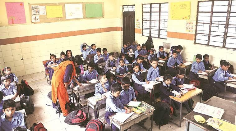 punjab schools, punjab students book reading, punjab students raeding book compulsory, punjab school students, punjab school library, punjab news