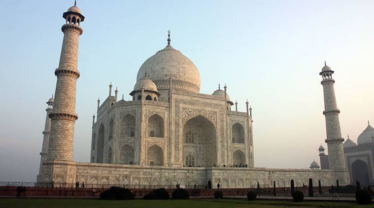 taj mahal, breastfeeding in public