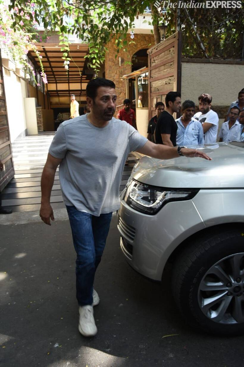 sunny deol at ajay devgn house