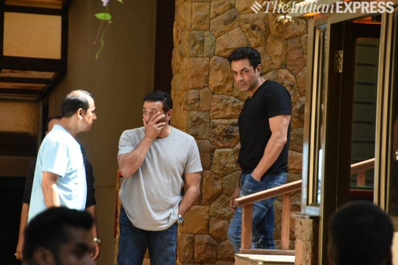 sunny deol and bobby deol at ajay devgn house