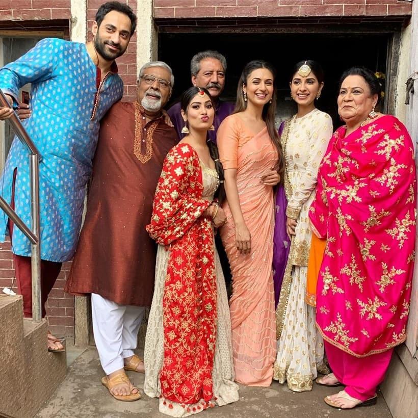 divyanka tripathi with yeh hai mohabbatein cast