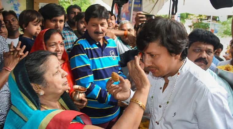 akash vijayavargiya, akash vijayavargiya cricket bat video, akash vijayavargiya beats MC official with bat, Kailash Vijayvargiya son, mc official attacked by akash Vijayvargiya, BJP, Madhya Pradesh BJP