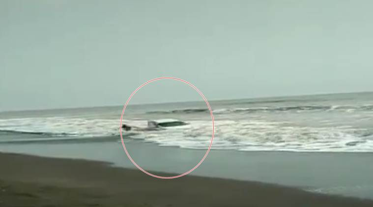 Video: Car gets nearly swept into sea at Maharashtra beach | India