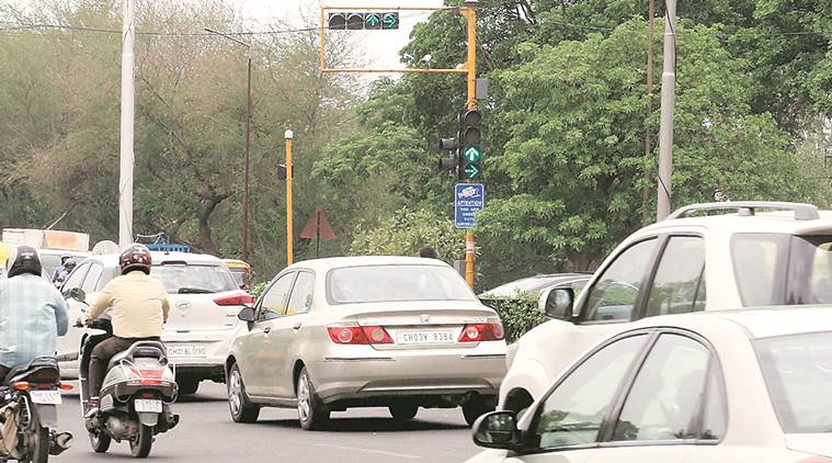 Chandigarh, Chandigarh news, Chandigarh traffic police, Chandigarh police, Chandigarh roads, Chandigarh traffic, lack of dedicated lanes, Madhya Marg lack of dedicated lanes, Indian Express news