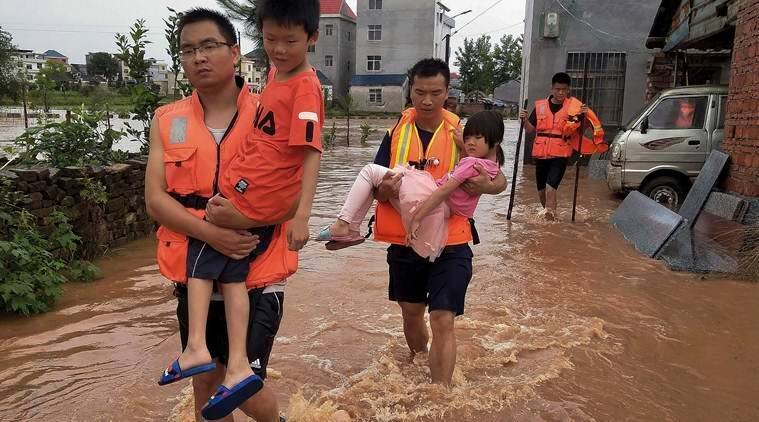 China evacuates 1000's after floods threaten villages