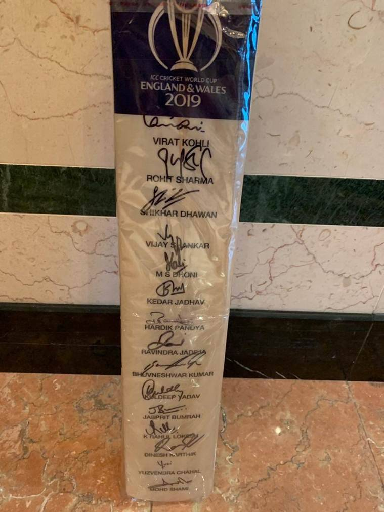 PM Modi, Ibrahim solih, modi in maldives, modi gifts cricket bat, maldives president, modi gift to maldives president, modi gift to solih, bilateral talks, bilateral meet, indian express