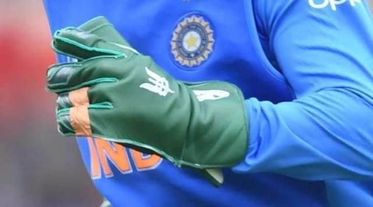 What is MS Dhoni's army insignia controversy?