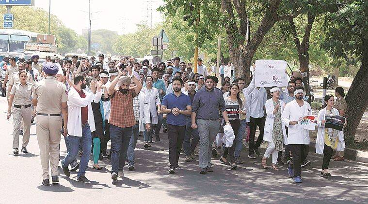 Chandigarh, Chandigarh news, Doctors strike, Chandigarh doctors strike, Doctors protest, doctors march, West Bengal  doctors protest, Association of Resident Doctors, AIIMS, AIMMS doctors march, Indian Express news, Latest news