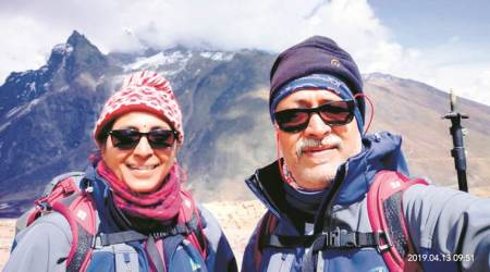everest deaths, mount everest death, oxygen cylinder, couple in everest, expedition, mt everest, indian express