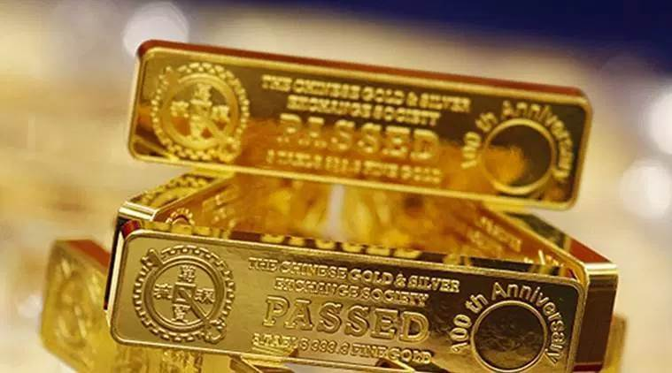Gold jumps Rs 930, hits all-time high