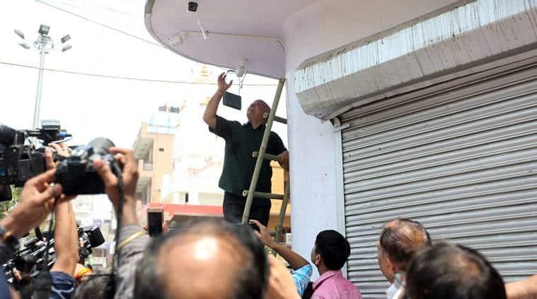 Delhi, Delhi News, BJP, Congress, Gautam Gambhir, CCTV installations, AAP, Manish Sisodia, AAP CCTV installation, Indian Express