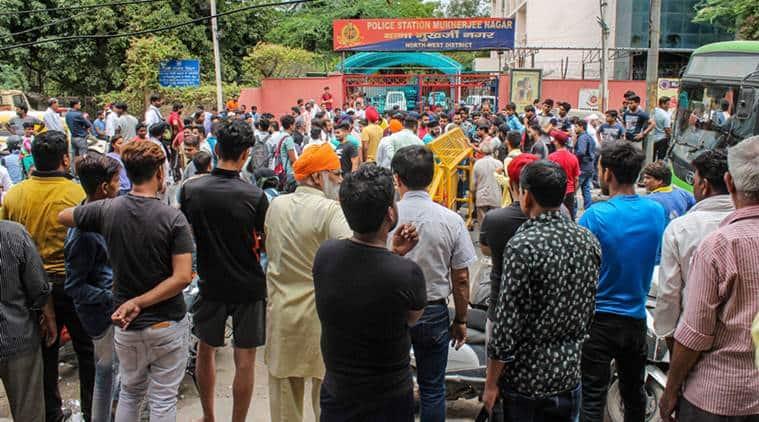 delhi news, mukherjee nagar incident, tempo driver thrashed by delhi police, delhi police chased by tempo driver sword, delhi chief minister, arvind kejriwal, delhi police, police suspended, punjab chief minister, amarinder singh, india news, indian express