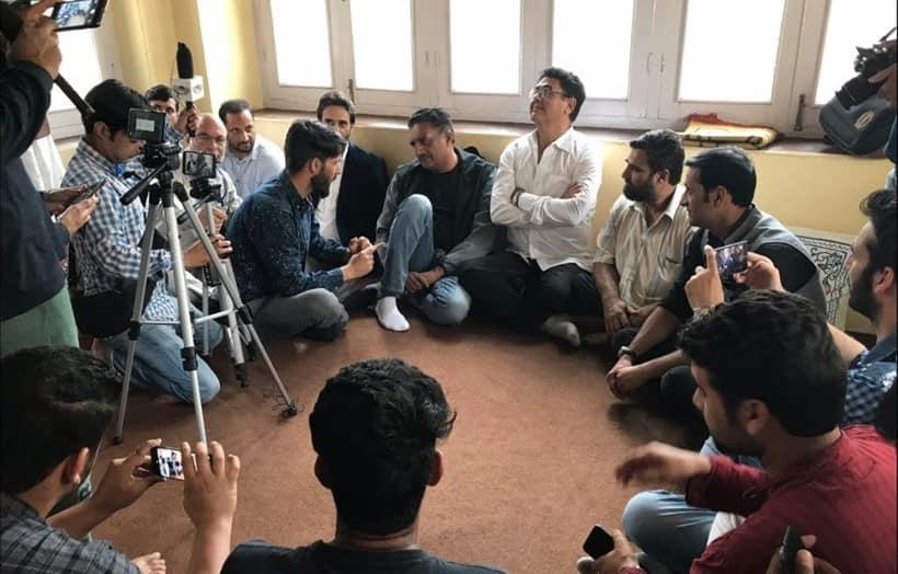 prakash raj meets kashmiri youth