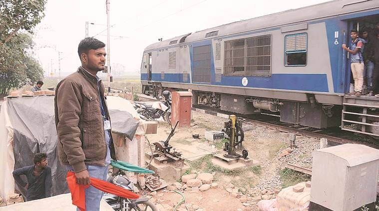 Indian railways, level crssongs, railway level crossings, manned crossings, unmanned crossings, Indian Railways, railway crossings, railway crossings India, railway crossings deaths, train accidents, India news, Indian Express