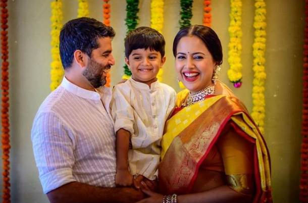 Sameera Reddy baby shower family pic