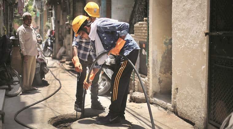 Delhi, Delhi news, Delhi sewage workers deaths, manual scavenging, Delhi sewage cleaning machines, delhi sewer cleaning machines, delhi sewer workers death, sewage machines delhi, delhi sewage machines, delhi sewer machines, AAP Delhi, Arvind Kejriwal, Delhi hardlook, indian express