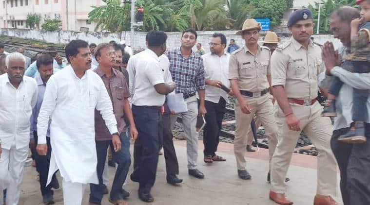 Suresh-Angadi-inspection-surprise-Belagavi-railway-station