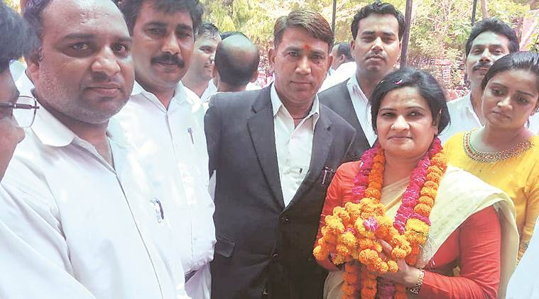 Soon after this photo, UP Bar Council chief killed by lawyer in Agra court