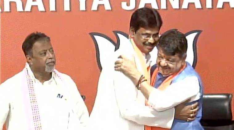 12 more TMC leaders join BJP, Mamata says saffron party 'collecting garbage'