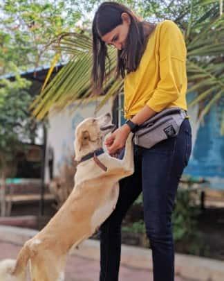 aahana kumra with her dog