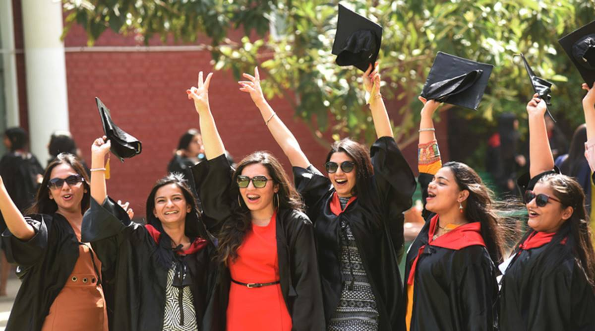 Mumbai University dumps 'colonial robes' for Indian attire at convocation