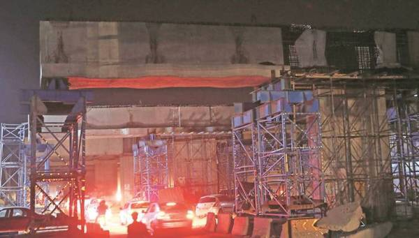 Chandigarh Kharar flyover: Construction work torments commuters at night