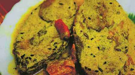 hilsa recipes, indianexpress, fish recipes, how to make hilsa dish, sunday eye, eye 2019, eye stories, indianexpress Eye, rainy season, monsoons, west bengal fish dishes, fish dish recipe, culinary dishes, food recipes, food dishes, rains, chilly dishes, ghoti, west bengal, bengalies, football,