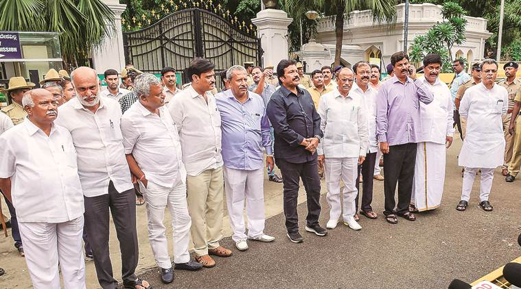 karnataka congress, Congress-JD(S) coalition in Karnataka, karnataka congress mlas resign, karnataka jds mla resign, h d kumaraswamy, siddharamaiah, karnataka news, karnataka government, india news