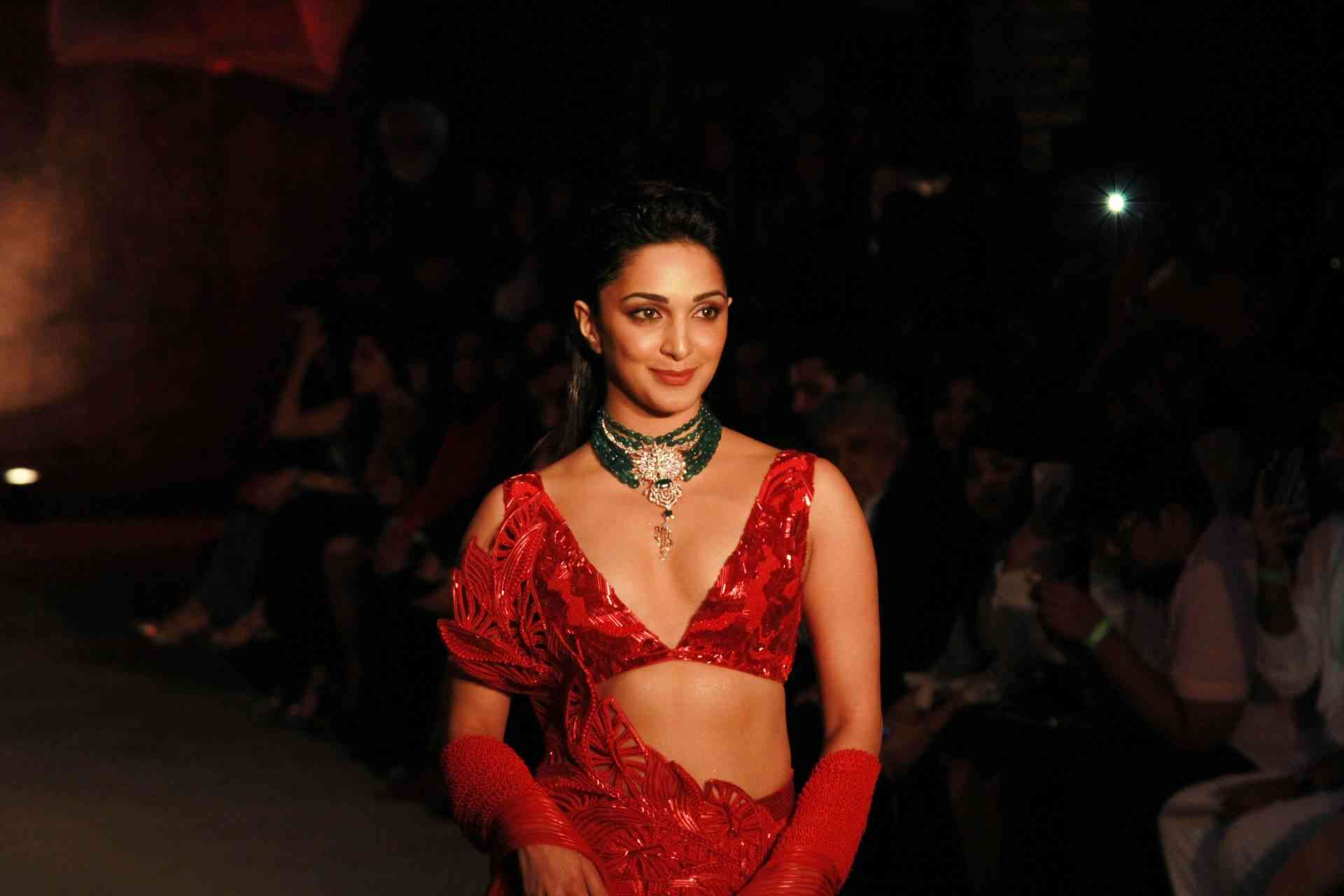 Amit Aggarwal, Amit Aggarwal show stopper, indianexpress.com, indianexpressnews, indianexpressonline, indianexpress, Amit Aggarwal designer, Amit Aggarwal latest, Amit Aggarwal India Couture Week, Amit Aggarwal show, Amit Aggarwal Lumen, Amit Aggarwal Kiara Advani,Kiara Advani pics, Kiara Advani photos, Kiara Advani pictures, Kiara Advani latest, Kiara Advani latest, Kiara Advani style, Kiara Advani celeb,Kiara Advani fashion, Kiara Advani in red, Kiara Advani shows, Kabir Singh Kiara Advani, Kiara Advani FASHION, Kiara Advani news, who is Kiara Advani, Kiara Advani MS DHONI, celeb style,