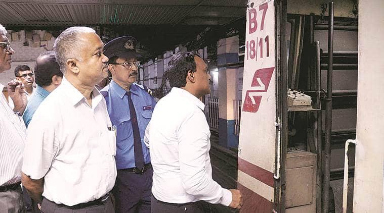 Kolkata metro, Kolkata metro death, senior citizen metro death, Sajal Kanjilal, Kolkata metro railway services, metro railway accident, park street metro accident, Kolkata metro service suspended, Kolkata news, Indian express