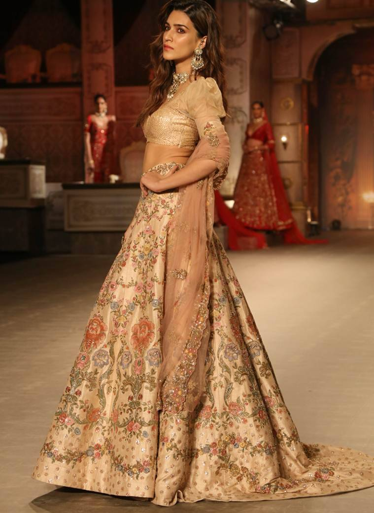 Kriti Sanon Arjun Patiala, FDCI India Couture Week 2019, Shyamal and Bhumika