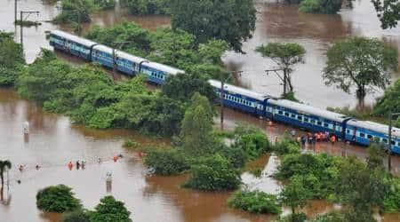 Mumbai rains, Mahalaxmi express, train stranded in Thane, Maharashtra rains, train stranded in rains, Mumbai waterlogging, Tahne waterlogging, water in tracks, track inspection, indiane express