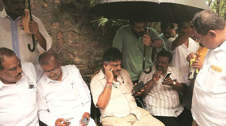 karnataka crisis, karnataka mlas resign, karnataka political crisis, karnataka govt, Vajubhai Vala, Yeddyurappa, JD(S)-congress coalition, ramesh kumar, karnataka speaker, kumaraswamy