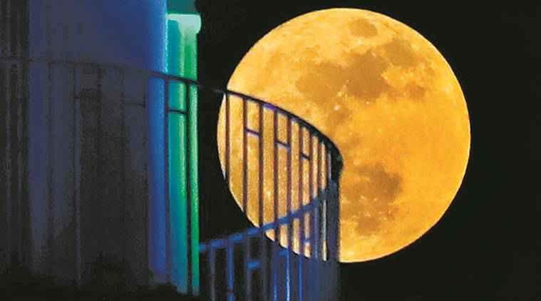 Urdu poet, Urdu poetry, moon descriptions in Urdu poetry, indianexpress eye stories, SundayEYE, Badli Ka Chaand, Faiz Ahmed Faiz, post-modern poets, Mir Taqi Mir, Allama Iqbal, Faiz Ahmed Faiz, who is Faiz Ahmed Faiz, urdu poetry moments, couplets from urdu poetry, urdu for moon, urdu, muslim,
