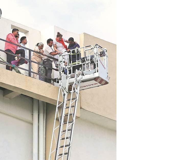 mumbai fire, mumbai mtnl building fire, mumbai mtnl building, mtnl building mumbai, mtnl building fire mumbai, mtnl building fire, mumbai news, Indian Express