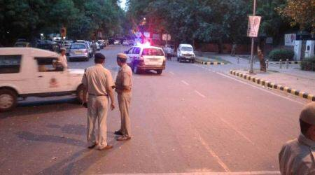 Noida boy suicide, Noida stabbing, Noida stabbing case, Noida police, Noida woman stabbed, Noida woman stabbed by boy, Noida news, Delhi news, Indian Express