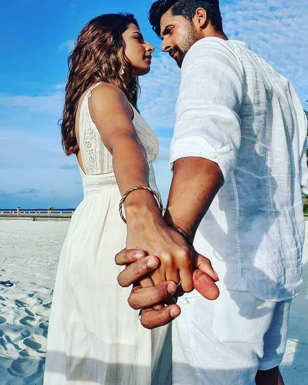 Sargun Mehta and Ravi Dubey maldives photos