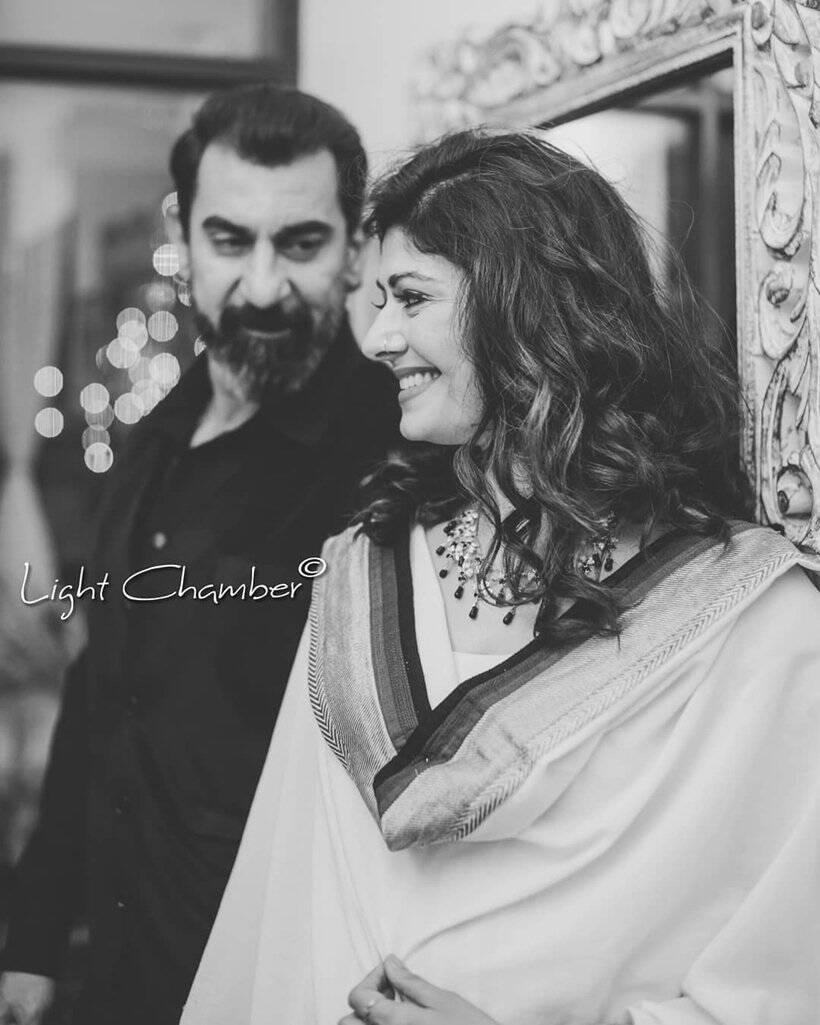 Viral News News And Photos: Photos Of Newlyweds Pooja Batra And Nawab Shah Go Viral