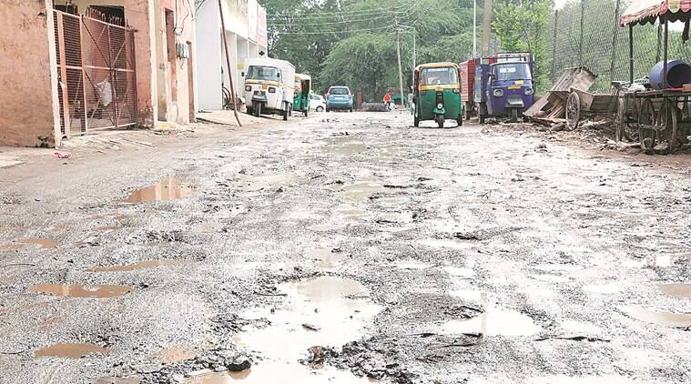 brihanmumbai municipal corporation pothole, bmc fills up potholes, mumbai potholes, mumbai city news