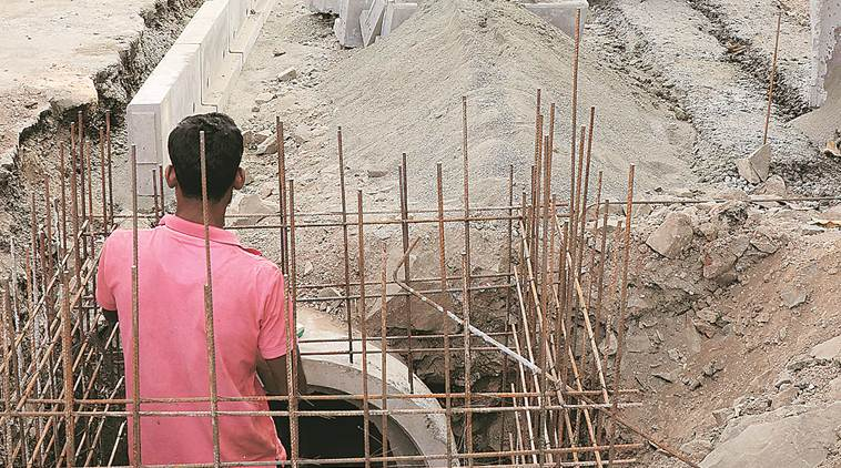 pune wall collapse, pune monsoon, pune rains, mumbai wall collapse, pune news, death of construction workers in pune, latest news, indian express